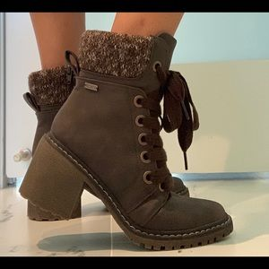 Roxy Women's Whitley Boots In Chocolate color